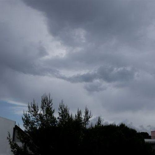 Τοπικά έντονη αστάθεια και την Δευτέρα: Επάνοδος θερμοκρασίας σε κανονικά επίπεδα. Η πρόγνωση του καιρού από τον διευθυντή της ΕΜΥ Θοδωρή Κολυδά. dlvr.it/Rb0wMp #καιρός #weather