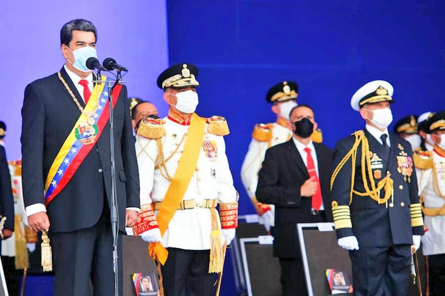 """📢 #Importante    CJ @NicolasMaduro: """"Oficiales que ascienden hoy, al grado inmediato superior, mis felicitaciones por su merecido ascenso. ¡Sigan adelante! Ustedes son la vanguardia de toda la #FANB"""".  #209AñosDeIndependencia #PrensaFANB #Venezuela https://t.co/3F2p6qhia9"""