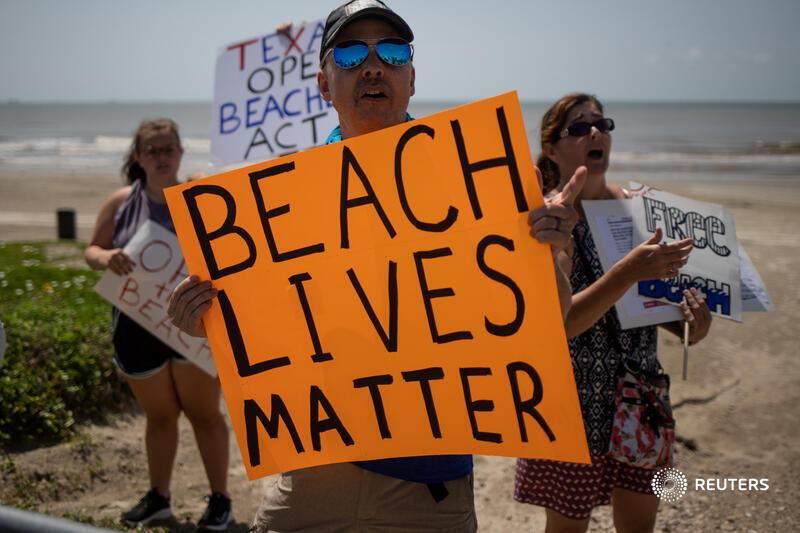 Protesters in Galveston, Texas rally against beach closures aimed at reducing the spread of coronavirus over the July 4 weekend. More photos: https://t.co/bjezFwnrfD 📷 @adreeslatif https://t.co/sSrezfZPTz