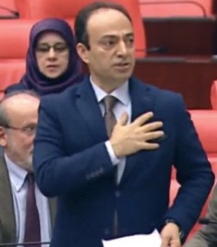 Osman Baydemir, former MP of HDP from North Kurdistan was fined 12,000 TL for using the word 'Kurdistan' in Turkish parliament When an AKP MP asked him where is Kurdistan, he put his hand on his heart and said: 'It's here'. #RiseUp4Revolution<br>http://pic.twitter.com/EphRuQpmgK