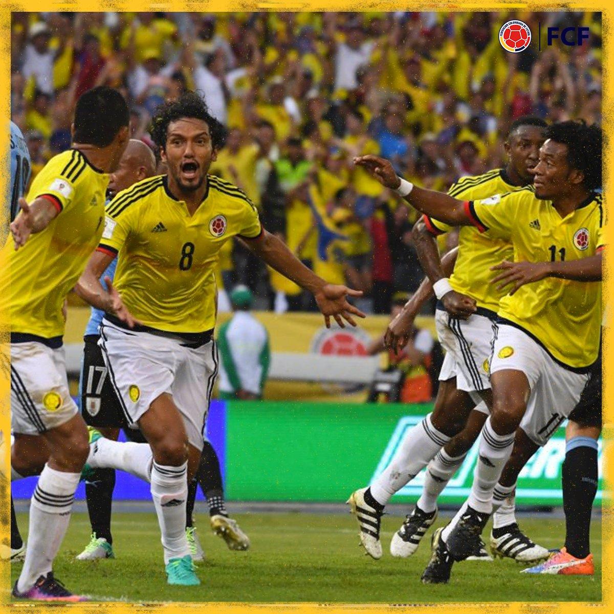 ¡Gooool de Colombia!  Gran cabezazo de @abelaguilart para vencer a Muslera y marcar el primero de nuestra Selección 🇨🇴  🇨🇴1⃣-0⃣🇺🇾  #EnModoEliminatorias #ViveElGolCaracol https://t.co/3wZ0Nv1cha
