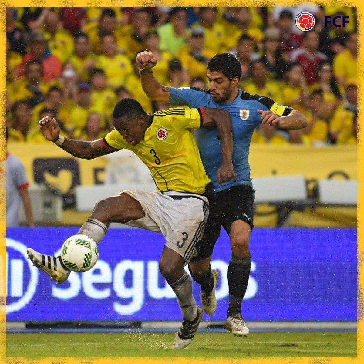 Termina el primer tiempo   Tras los primeros4⃣5⃣ minutos el partido estaba empatado  🇨🇴1⃣-1⃣🇺🇾   #EnModoEliminatorias #ViveElGolCaracol https://t.co/QnPONJk3C0