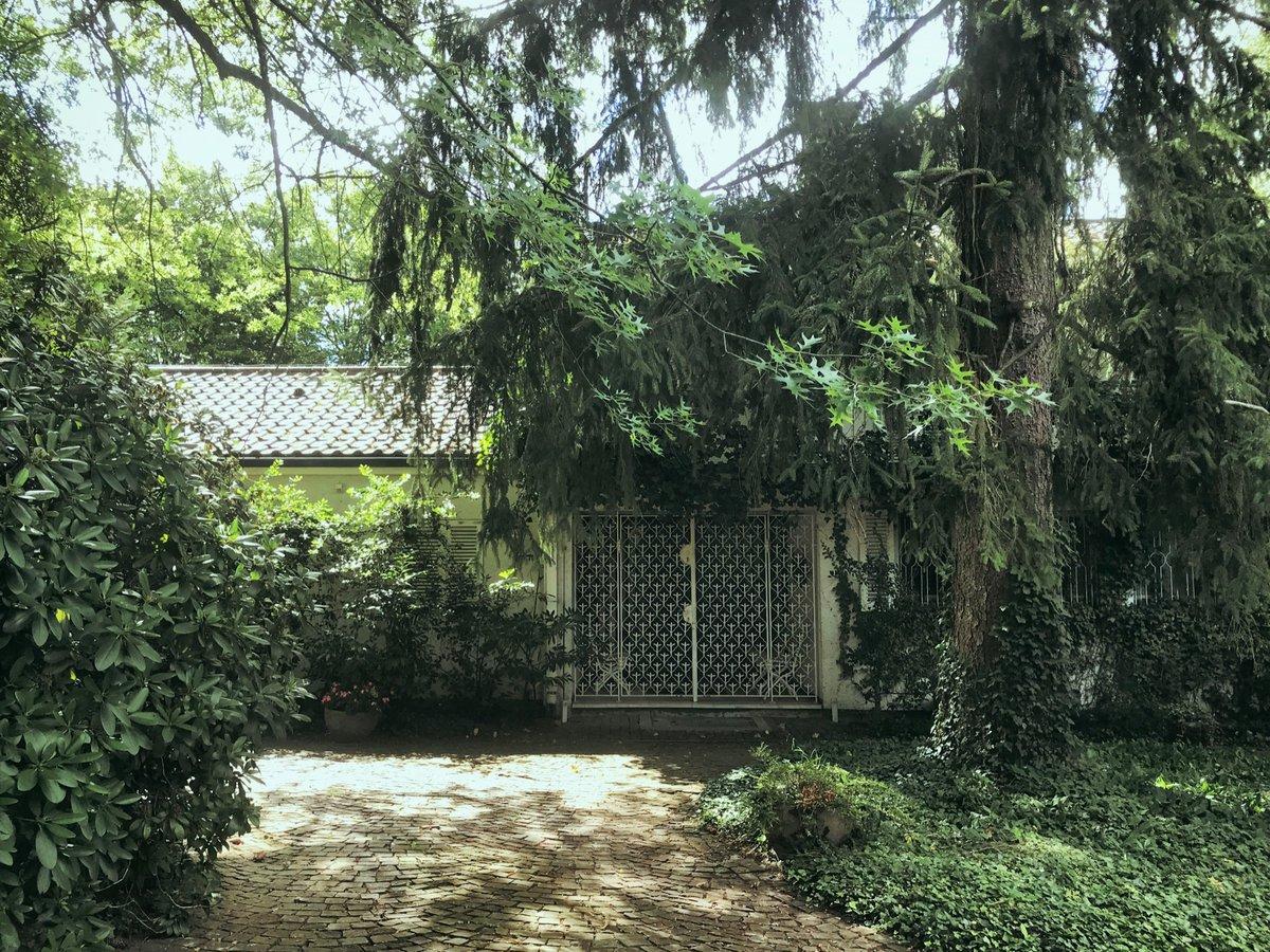 Unbewohnte Häuser machen mich immer neugierig auf ihre Geschichte … #Inspiration pic.twitter.com/mTuX649vt5  by Jane Kenting 📖