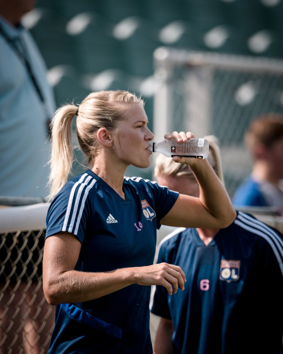 Rehab, hydration, new week. You with me?! 💦 #OL https://t.co/NstVn0YzMw