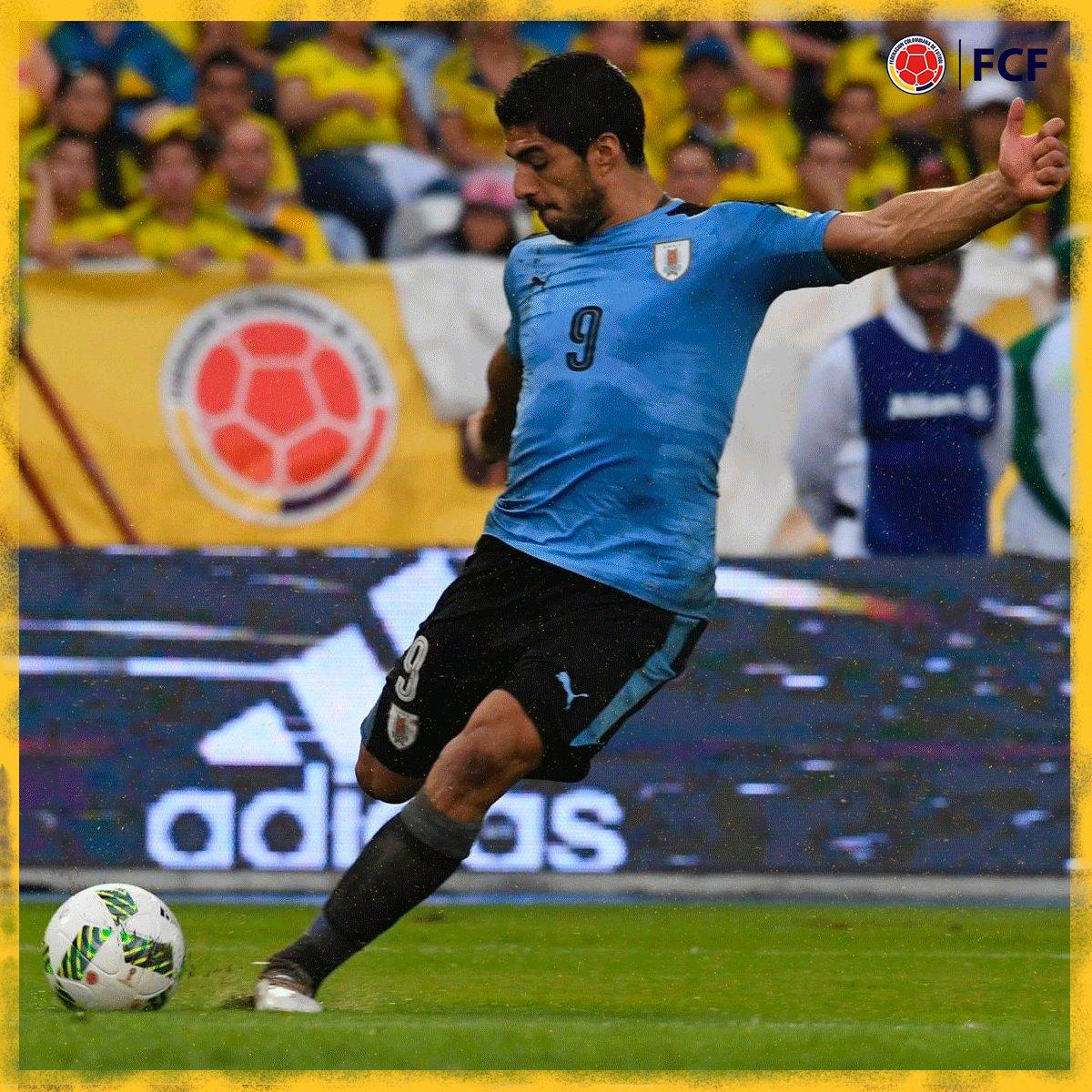 Gol de Uruguay  Luis Suárez marcó el segundo para su selección.  🇨🇴1⃣-2⃣🇺🇾  #EnModoEliminatorias #ViveElGolCaracol https://t.co/B8VVT6qAoC