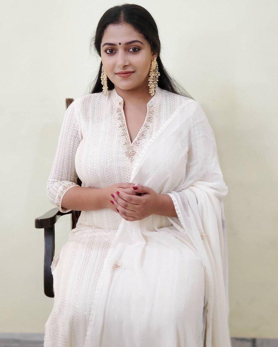 #beautyqueen #anusithara #mollywoodactress #malayalam #malayalamactress #malayalamcinema #cinestar #Kerala @i_anusithara @anusithara_fc @AnuSithaara @Anusitharaa http://www.moviebehind.inpic.twitter.com/jj0S72ftiK