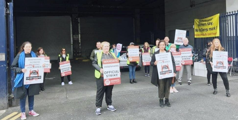 We stand with the @DebenhamsIRE @Debenhams workers - Sunday morning on the picket line Parnell Street Dublin