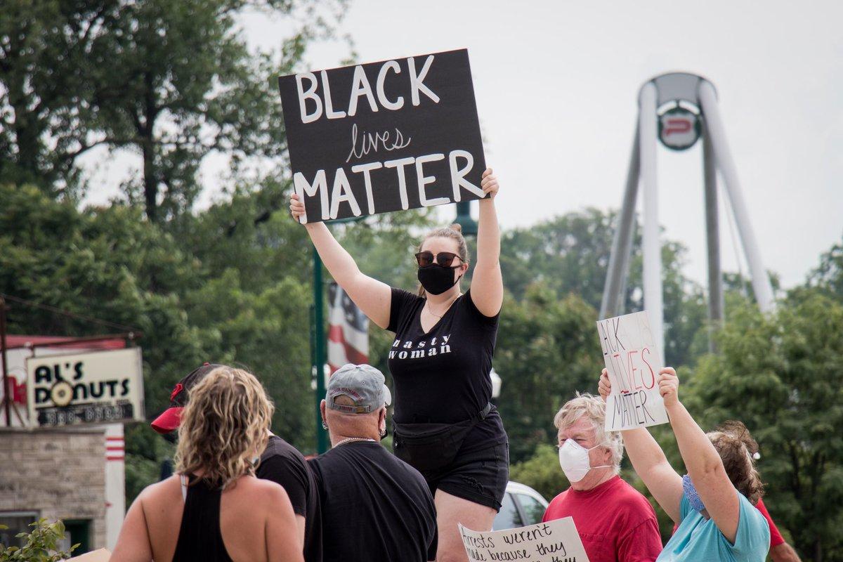 March on Suburbs comes to @TownPlainfield   Article link: https://t.co/Yr20iwwpZa  #BlackLivesMatter #Protest #CounterProtesters #Suburbs #MarchOnSuburbs #PlainfieldIN #inHendricks #ALLinHendricksCounty #MaskUpHooisers https://t.co/LF6Nb1sEho