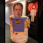 Image for the Tweet beginning: Giant Papier-Mâché Jeffrey spotted for