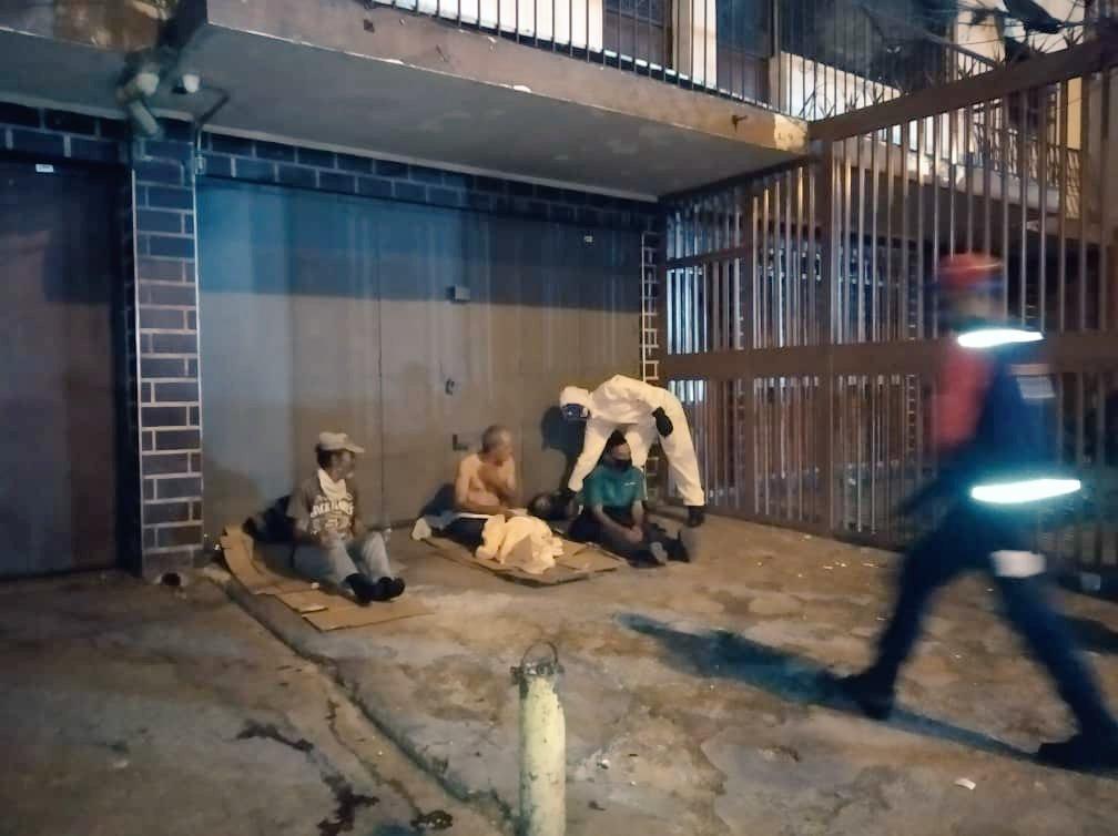 #Activo24h La Brigada de Captación realizó operativo nocturno en la Autopista Valle / Coche, para atender a los ciudadanos en situación de calle y trasladarlos a los diferentes Centros de Atención Inicial. @pestanaajl @vmsfelicidad @MNegraHipolita @VTVcanal8 https://t.co/4qVlsdE97I