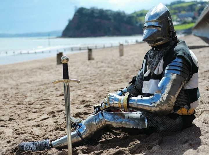 Modelo medieval para los que tengan miedo de ir a la playa en estos tiempos extraños. ¡Incluye filtros! ¡Distancia social asegurada! https://t.co/ywyZseYjoJ