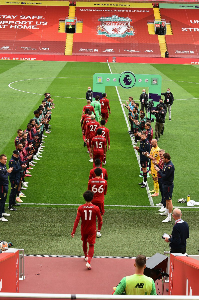 Guard of honour at Anfield 😍 #YNWA