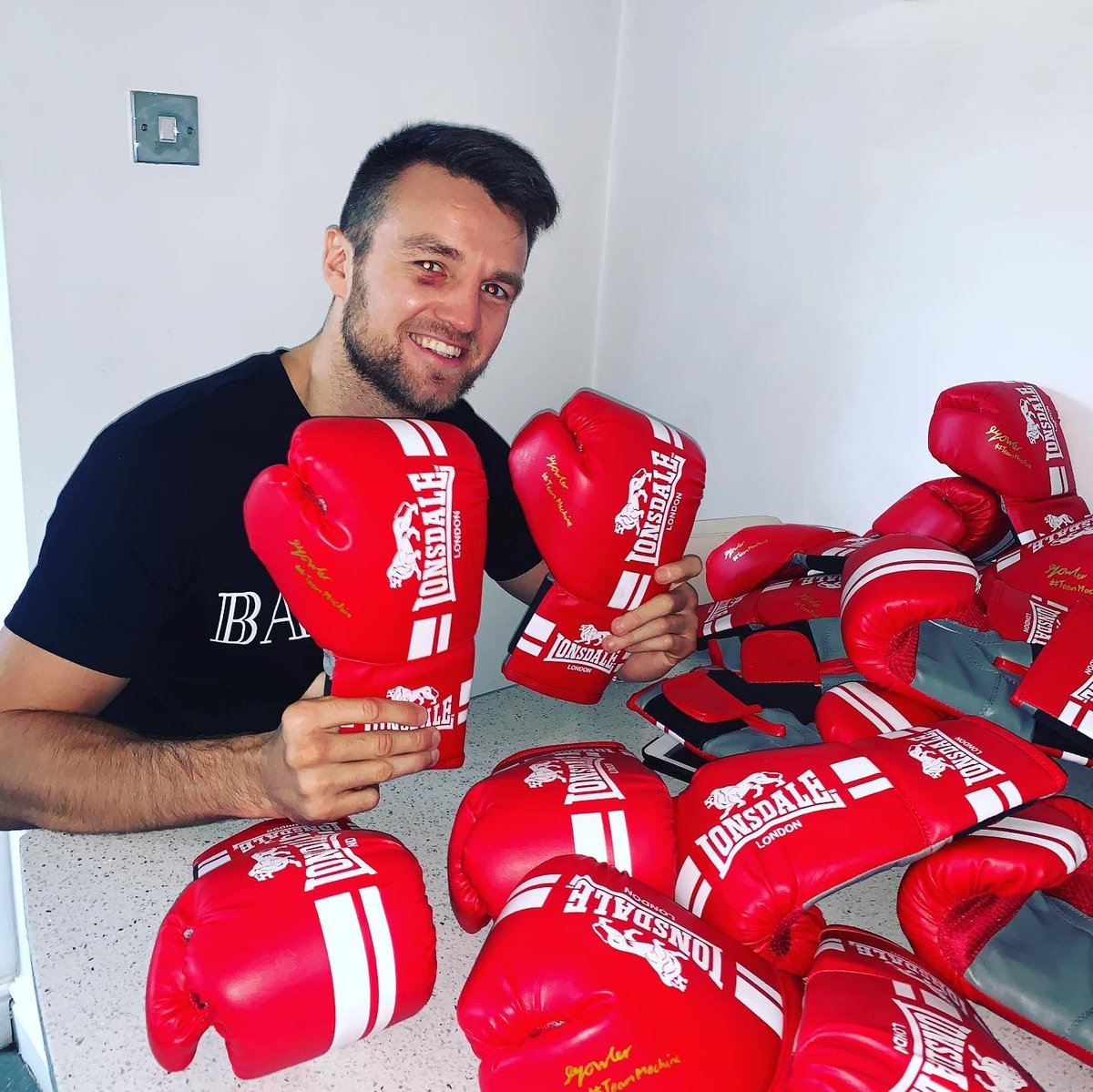COMPETITION - Loads my followers always asking for signed gloves so I went and bought 20 of them to give way,  to enter RETWEET an COMMENT below or TAG a friend ,  FOLLOW @supreme_cbd and LIKE this picture,  you must be following @supreme_cbd to be eligible to win 👊🏻 #GoodLuck ☘️ https://t.co/e4lpcXruLx
