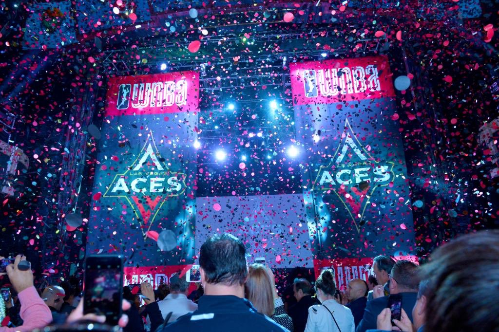 What's your earliest memory as an Aces fan?  Bonus point if you answer with a picture 👇  #ALLIN ♦️♠️ https://t.co/nGNxyCmzuG