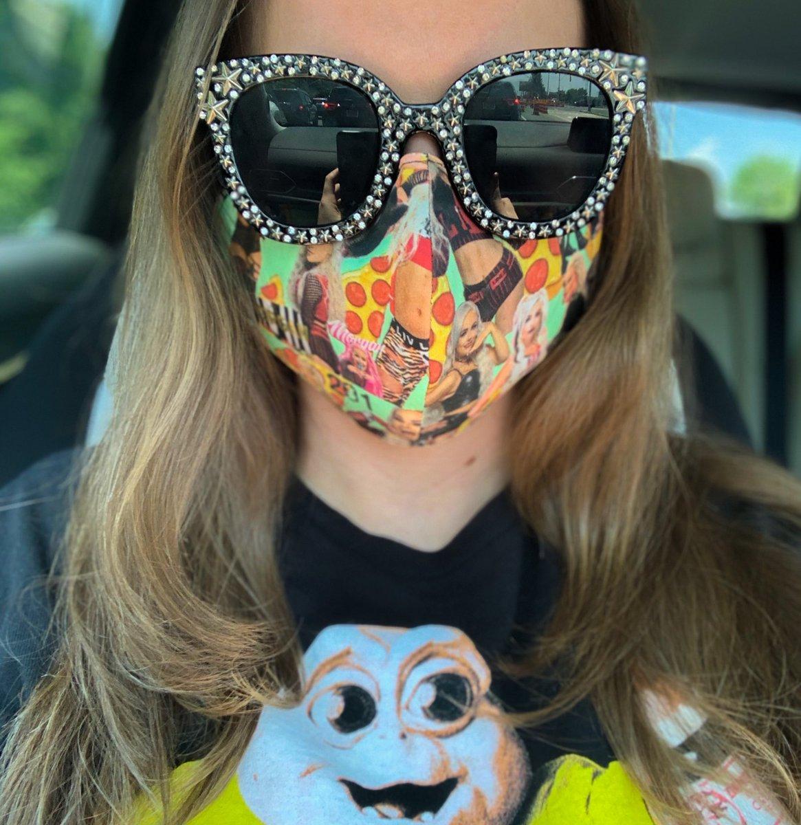 @YaOnlyLivvOnce WATCH ME wearing the best Facemask I've made 🍕 #LivandPizza https://t.co/9HmYv1K5dU