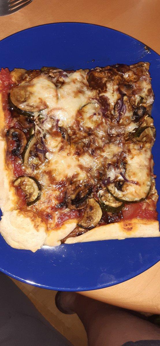 Selbstgemachte Pizza ist einfach am Geilsten😍😍😍  #Timkocht #dasperfektedinner https://t.co/rI95yR2u7I