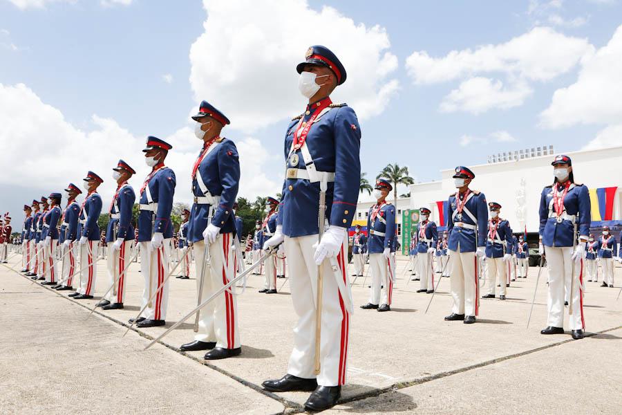 Presidente @NicolasMaduro encabeza el acto de ascenso de oficiales en el Patio de Honor de la Academia Militar de Venezuela y conmemoración los 209 años de la firma del acta de independencia https://t.co/xbmDgtaz9f https://t.co/vA0Ocyn1zv