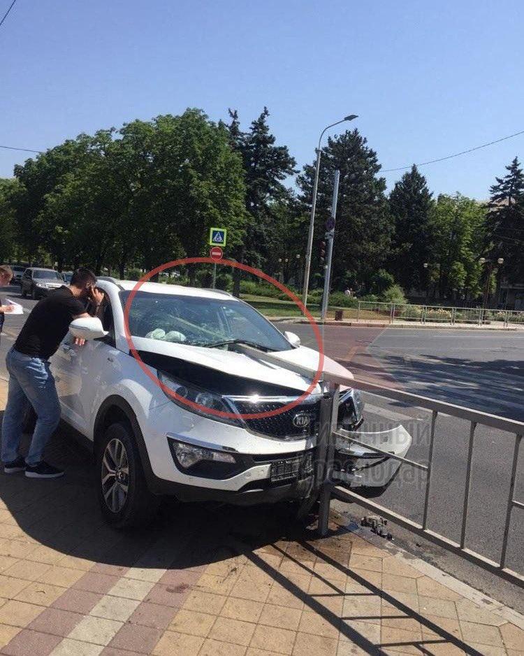 @varlamov И недели не прошло, как в Краснодаре в очередной раз, благодаря мэрии и её заборам, чуть не умер человек.#Krasnodar pic.twitter.com/cNFytdnIny