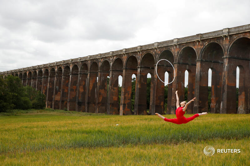 Former Team GB rhythmic gymnast Hannah Martin trains at Ouse Valley Viaduct in Sussex, Britain. More top photos of the week: https://t.co/pTJKDsMfdz 📷 Matthew Childs https://t.co/AhXFrY9tRe