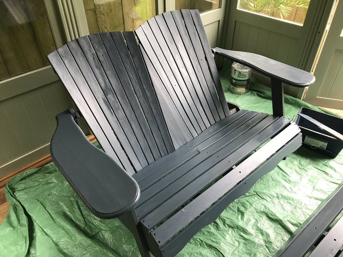 @FalmouthPolice someboady stole our three seater bench last night from outside the Merchants Manor hotel, it is the same colour as this chair and I freshly painted it last week pic.twitter.com/qA3IyvAD9H