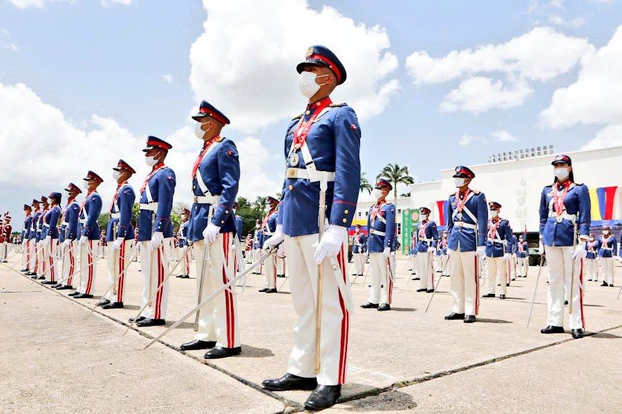 🔴 #AHORA    CJ @NicolasMaduro, preside acto con motivo a los 209 años de la Declaración Solemne de Independencia y Día de la #FANB. Ascensos de los señores Generales y Almirantes y Oficiales número 1 de su promoción. #209AñosDeIndependecia #PrensaFANB #Venezuela https://t.co/nKHO3IreWF