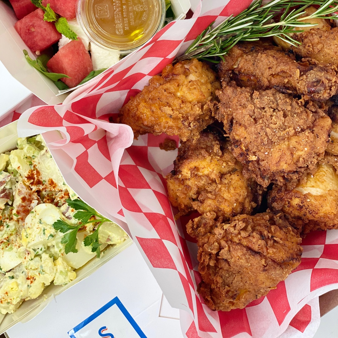 Happy July 4th weekend everyone! Eat some fried chicken.  . . #food #foodie #instafood #foodstagram #yummy #eeeeats #foodphotography #forkyeah #delish #party #catering #hosting #hostess #saveurmag #fwmagazine #food52 #nytimescooking #tastemade #huffposttaste