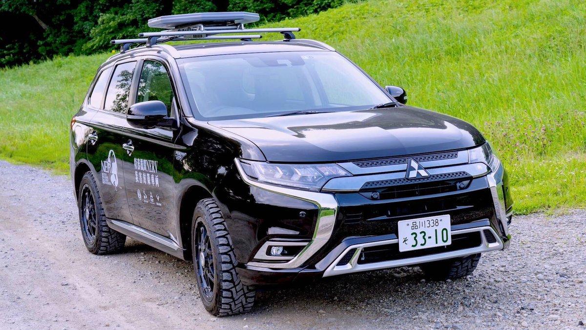 特務機関NERVでは、三菱自動車・スカパーJSATと共同で開発した災害対策車両を運用しています。この車両は、通信衛星を経由してインターネット接続できるようになっており、災害時に停電や地上の通信網に障害が発生していても情報配信を継続できるよう、NERVでは独自に電源と通信を確保しています。