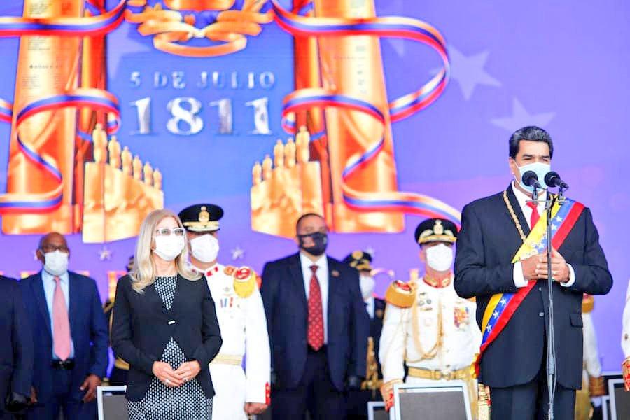 """📢    CJ @NicolasMaduro: """"Nos mueve una llama sagrada que fue encendida hace 209 años por nuestros libertadores, cuando escribieron aquella Acta de Independencia y declararon que #Venezuela más nunca será colonia de nadie"""".  #209AñosDeIndependencia #PrensaFANB #FANB https://t.co/GBgY1yxzCM"""