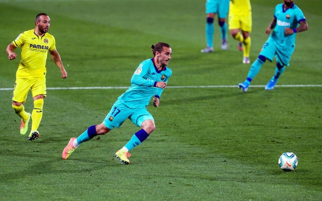 برشلونة يمتع ويغرق الغواصات الصفراء برباعية, ويقلص الفارق مع ريال مدريد