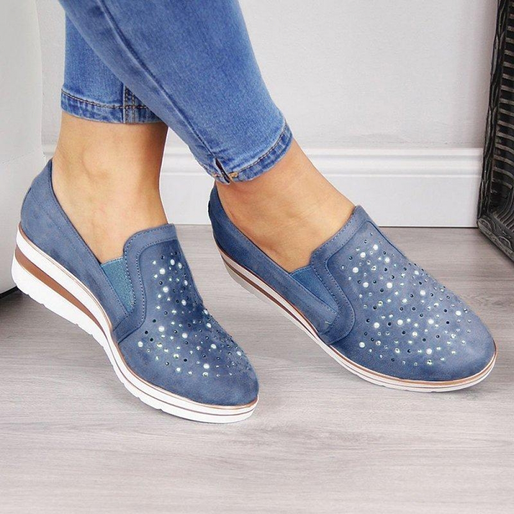 #trendalert #envywear Rhinestones Decorated Loafers pic.twitter.com/B7yc6SGrG8
