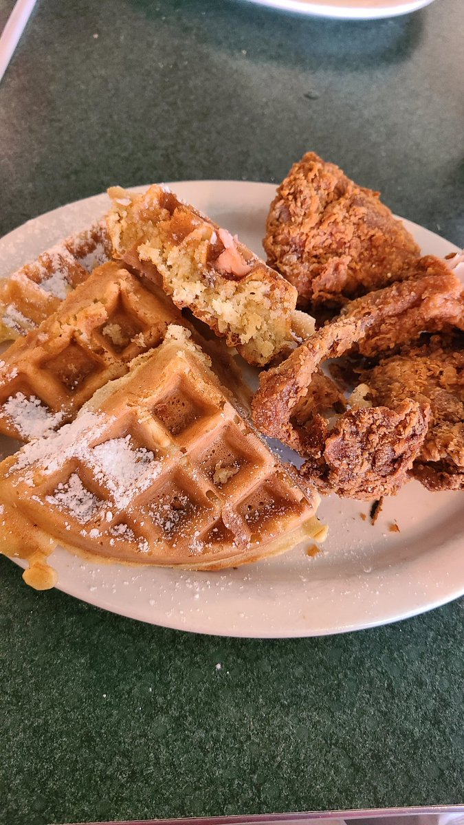 Best chicken and waffles I ever had. PERIOD. #food #foodporn #foodie #instafood #foodphotography #foodstagram #yummy #instagood #foodblogger #love #delicious #foodlover #follow #like #healthyfood #homemade #dinner #foodgasm #tasty #foodies #photooftheday #cooking #lunch https://t.co/OH1qemy7fE