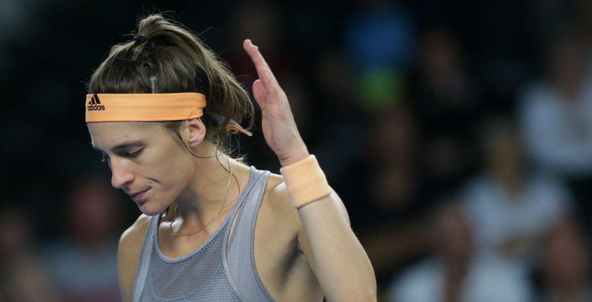 Andrea #Petkovic kritisierte alle Teilnehmer an der #AdriaTour und sieht den Saisonstart gefährdet. Allerdings hat die #DTB Spielerin ihr für dieses Jahr geplante Ende der #Karriere aufgeschoben.  https://t.co/RYkACEn5AO   #GermanMediaRT #tennis   @DTB_Tennis @andreapetkovic https://t.co/ZRRkjQVnDQ