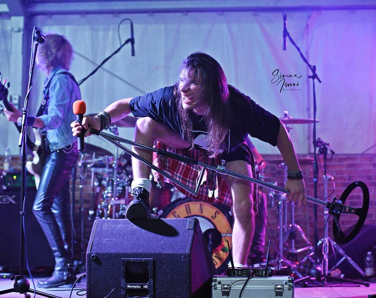Welcome to the jungle.. #gunsnroses #HeavyMetal #MetalHead #MetalMusic #rockband #tributeband #performer #PerformingArts #freelance #concertphoto #nikonphotography #nikond500 #nikonnofilter #sigmalensepic.twitter.com/dZ1li9iamK