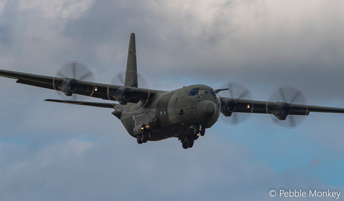 A stop off on way past @RAFBrizeNorton @24SqnRAF @70SqnA400M @LeadershipNext1 #A400m #C130 #RAF #Hare https://t.co/IckRc1NNlb
