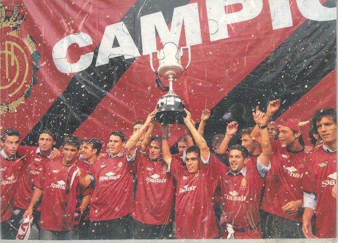 29|06|2003: Un día después de alzar la #CopaDelRey, el @RCD_Mallorca celebró el título en Ciutat  📸 (Mi) puzzle del festejo  #RCDMallorca #MuseuMallorquinistaFamiliaJaume  #SomelMallorca #SomPassió #TotaUnaVida #SomCentenaris @mallorcalegends @AIbagaza https://t.co/lOXC0lWRzA