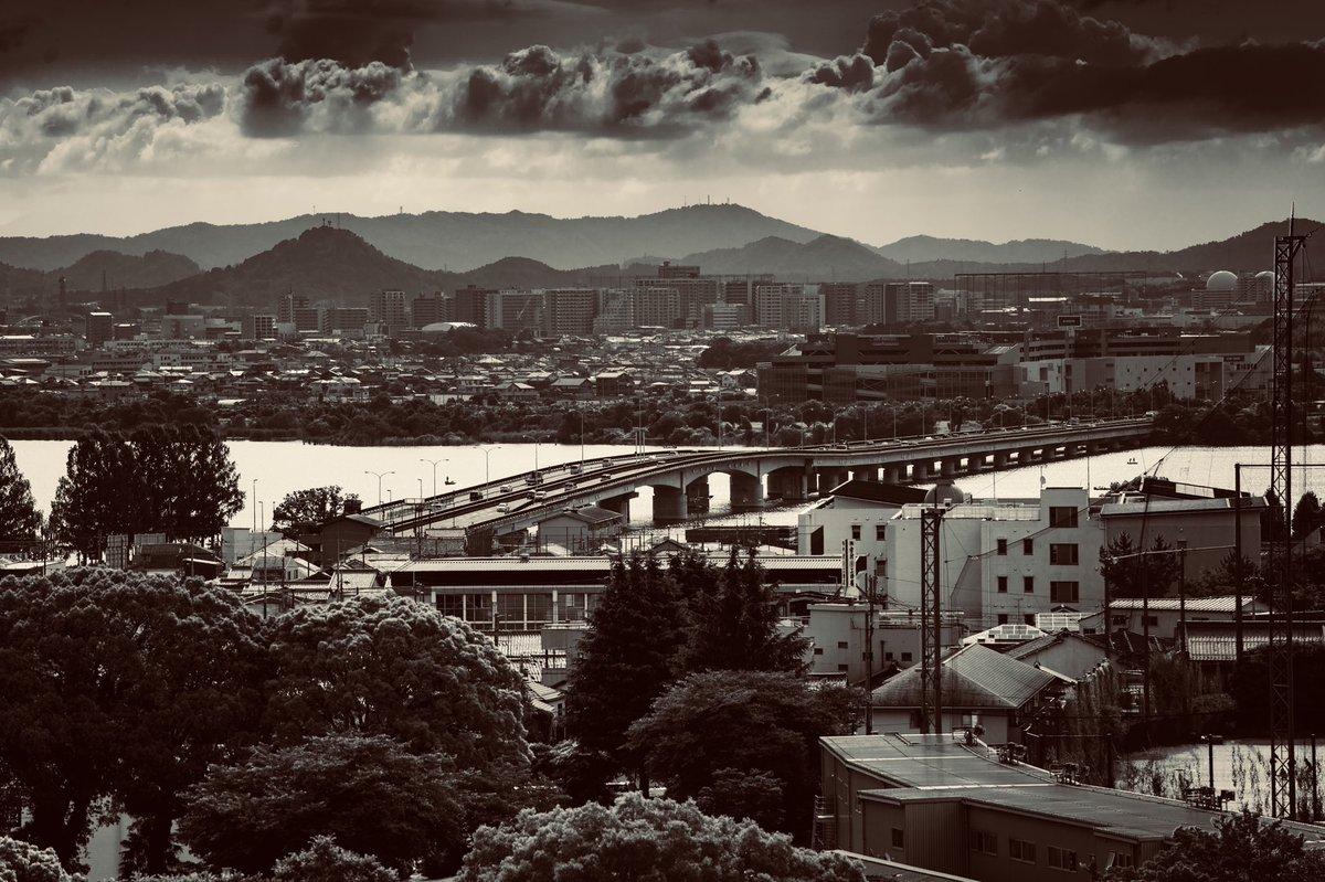 RT @jetdaisuke: なんかもう色々おかしい密度なんだけど滋賀県です望遠で圧縮した大津市です https://t.co/lo43P9drUP