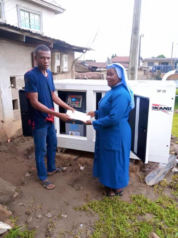 #HealthSector In order to provide steady power supply at Joint Hospital, Ozubulu, the headquarters of Ekwusigo Local Government Area, we got 20kva generator for them and also installed 8000kva Mini Grid Solar Power system, which will compliment the diesel generator. #BigIdeas https://t.co/rFKtVDnMZP