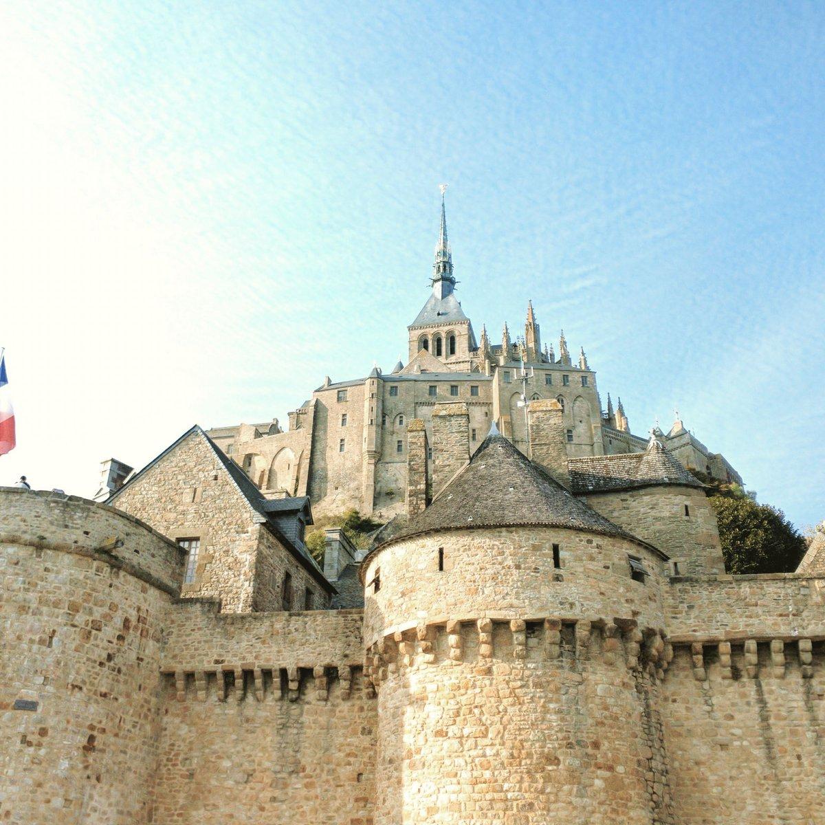 Dreaming of...  #France #montsaintmichelpic.twitter.com/62Ru06YdQo