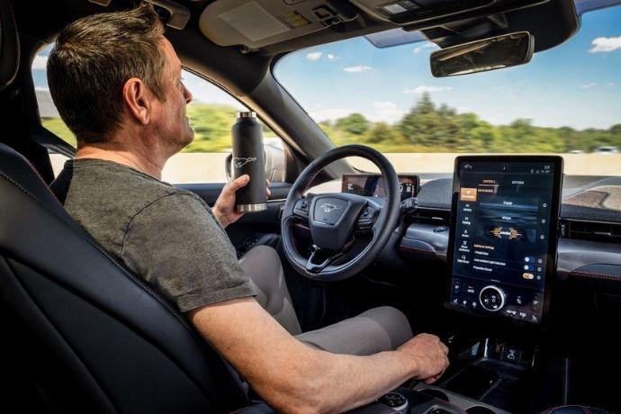 ¡Sin manos! El SUV eléctrico #Ford Mustang Mach-e promete conducirse con 'la mirada' gracias al Active Drive Assist #Noticias #Tecnologia https://t.co/IzzXTJEiaL https://t.co/453WRkSpS6