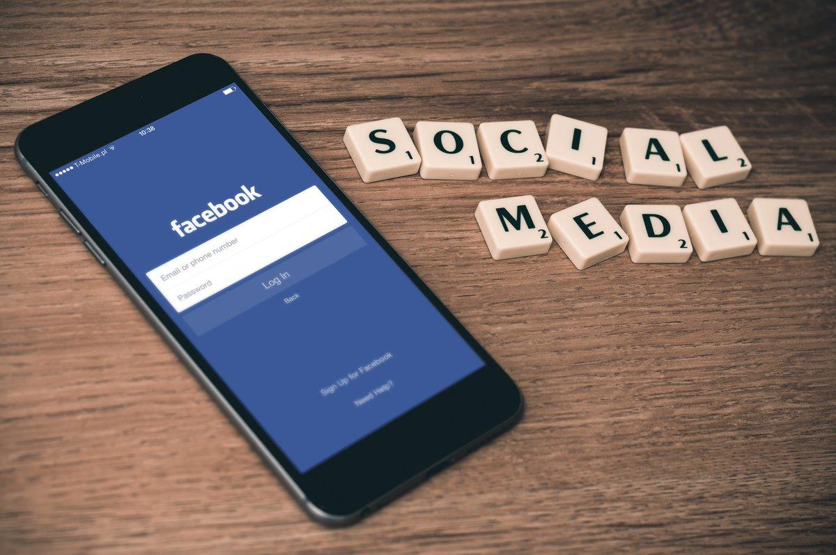 Are you smarter than your smartphone? Are you? https://stanstinson.com/blog/?p=4630  #socialmediatips #smartphonespic.twitter.com/ohNywvjQMz