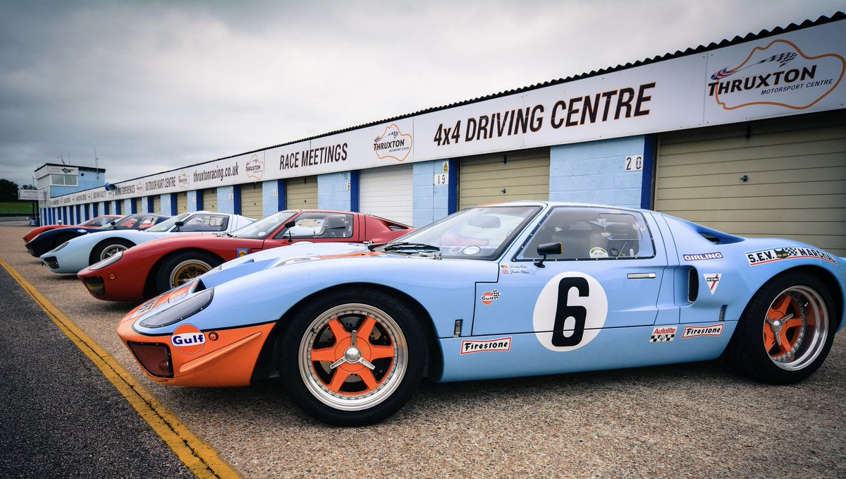 We welcomed the @GT40Enthusiasts to Thruxton this weekend. Incredible to see these iconic machines line up on the grid.  It was a bit of a squeeze getting them through the pitlane garages! Check the photos!  We hope to welcome them back again soon.  #Hampshire #openforbusiness https://t.co/YxGWHG34Xv