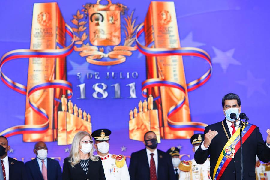 Grandiosa Parada Militar para celebrar el 209° Aniversario de nuestra Independencia y el Día de la FANB. ¡Feliz Cumpleaños Pueblo de Venezuela! Son 209 años de fundación de la República, de lucha, dignidad y de rompimiento de las cadenas de dominación del imperio español. https://t.co/EvETadECcd