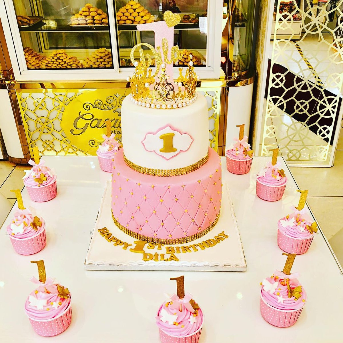 Thank you to @GaziantepEN3 for my amazing beautiful delicious perfect first birthday cake. It was awesome #firstbirthday #firstbirthdayparty #birthdaycake #princesscakepic.twitter.com/39ruropZEY