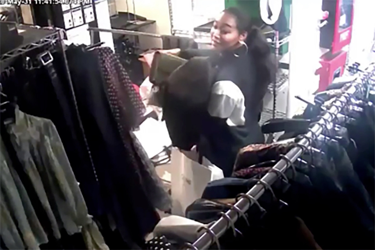 Video shows looters making off with $1.5M in clothing from SoHo shop trib.al/lmBIwJi