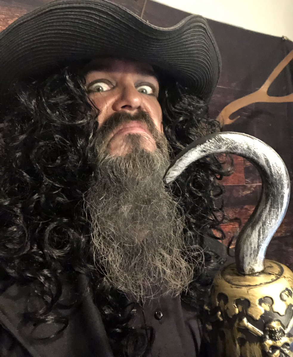 Huge thank you to @notsaige, @therowanhall, @lexceeriley and the amazing @hapabarbarian for having me on @diceandnice today. If you missed me as Captain Hook, he will be back (...and it's probably on VOD)!