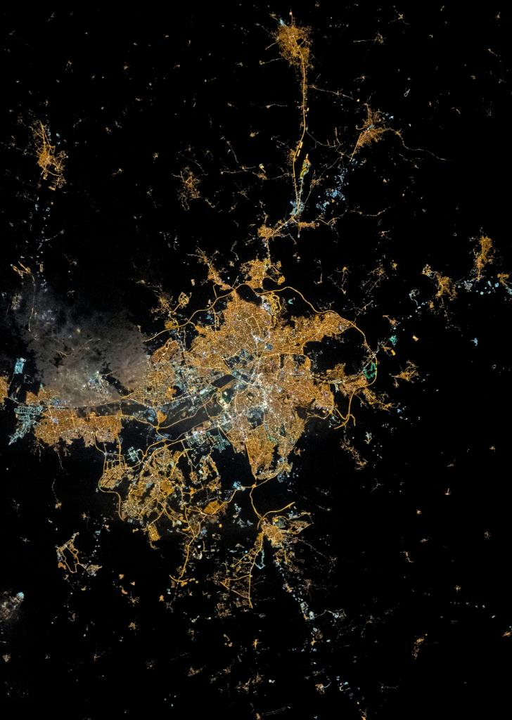 Ankara, the heart of Turkey, aglow in the dark of night and space.   This image, captured by @NASA_Astronauts aboard the @Space_Station shows the capital of Turkey lit up with the interwoven city grid and strings of highways. Take a closer look: https://t.co/iE679E6uaa https://t.co/DDijKdnvry