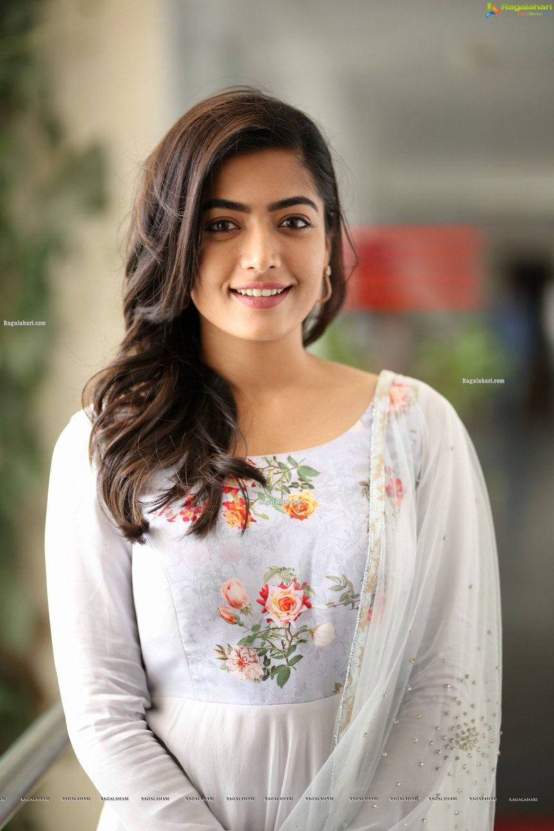 your beauty overwhelms me and no words can describe that @iamRashmika   #RashmikaMandanna<br>http://pic.twitter.com/Dq13LWzM2R