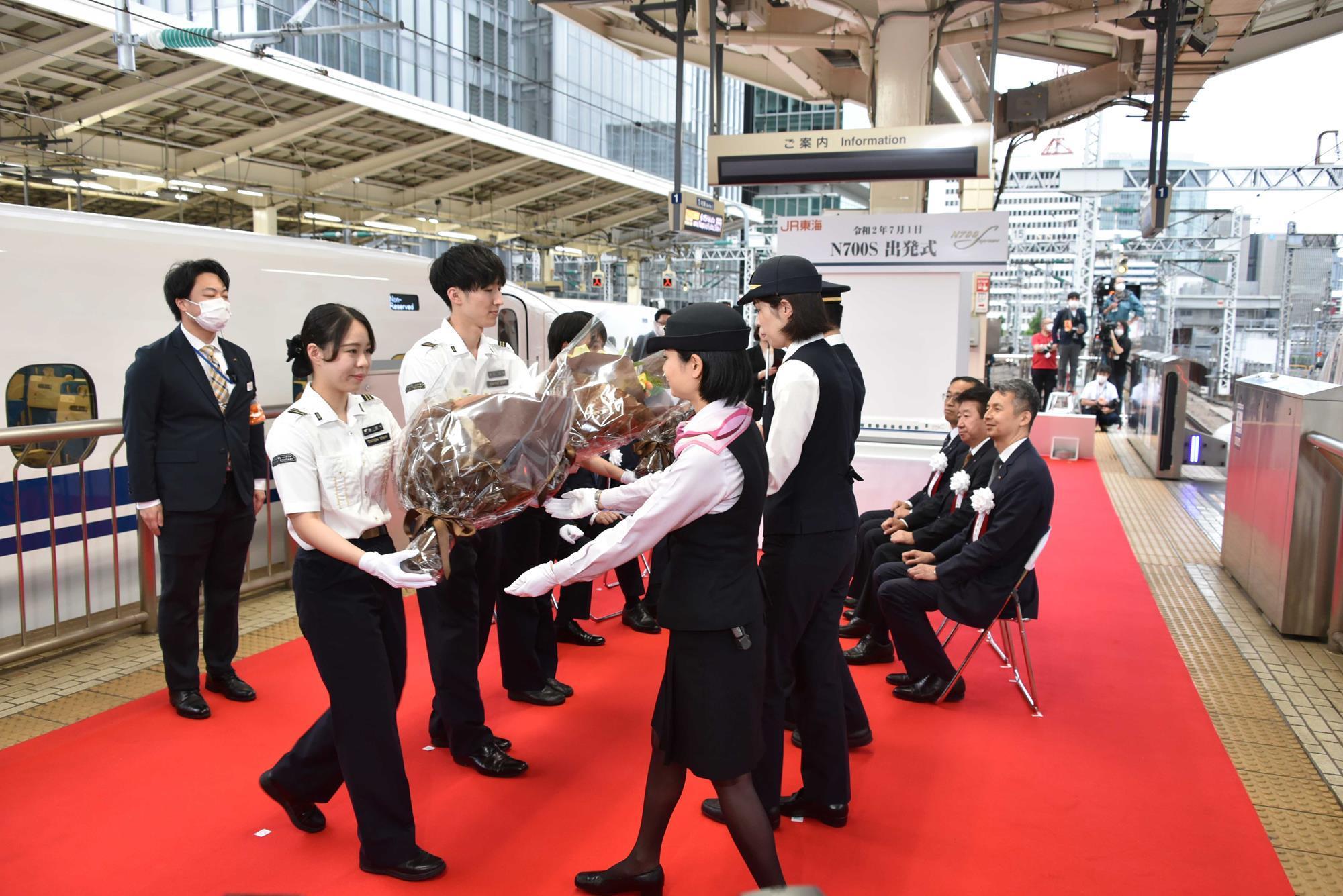 EcNYvk9VAAEMLrX?format=jpg&name=large - Shinkansen's new N700S begins service!