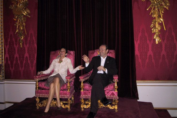 The story behind this photo of Ghislaine Maxwell and Kevin Spacey on Buckingham Palace thrones. Download the app or click on https://t.co/wsK4E5N9d8 to read this article from the New York Post. https://t.co/BbX6HMqPeu