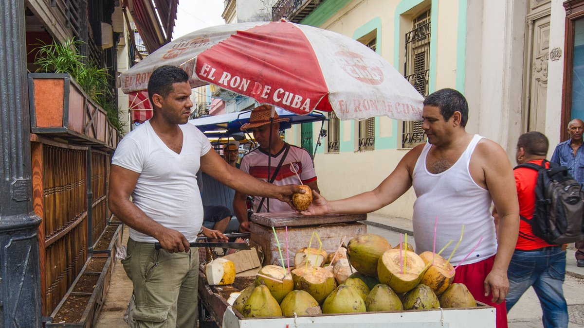 Food and Cash Shortages Push Cubans Toward Permissionless Cryptocurrencies: The Nation of Cuba is dealing with a national food crisis, as Venezuela has stopped offering aid to the small island nation. Moreover, the coronavirus outbreak has caused a… http://dlvr.it/Rb1kz9pic.twitter.com/L510EVnMky